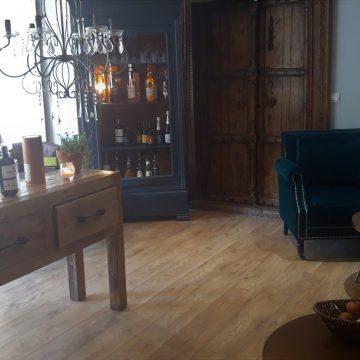 Salon, bar lounge
